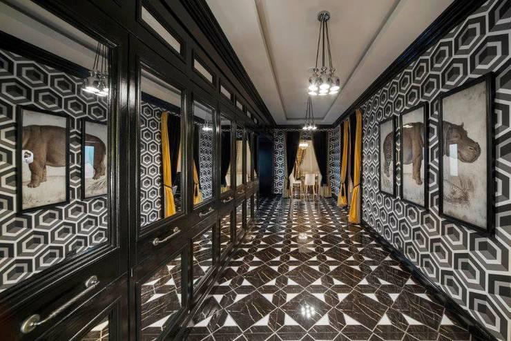 CAFE 21: Прихожая, коридор и лестницы в . Автор – ROOMERS,