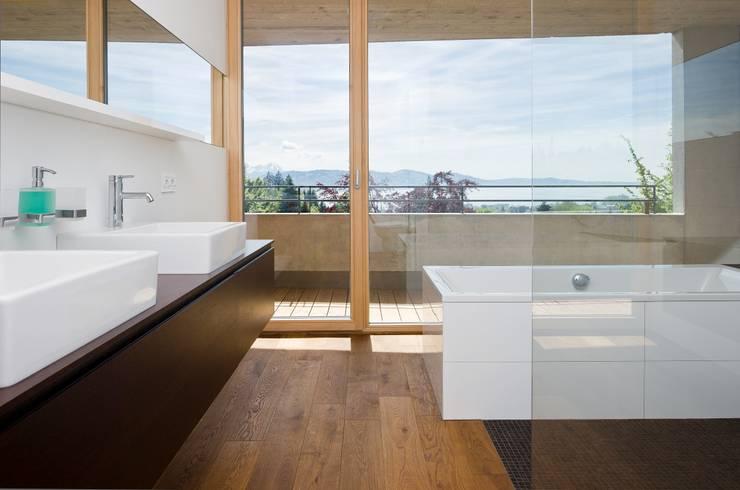 Hanggleiter:  Badezimmer von Q-rt Architektur
