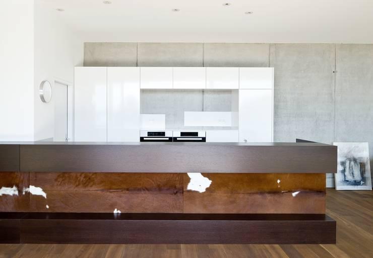 Hanggleiter:  Küche von Q-rt Architektur