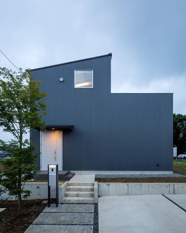 平塚の家: 萩原健治建築研究所が手掛けた家です。
