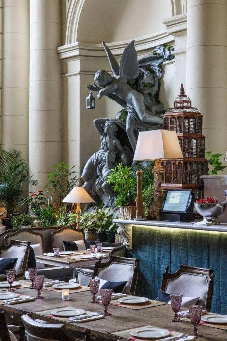 VASANTA CAFE: Столовая комната в . Автор – ROOMERS