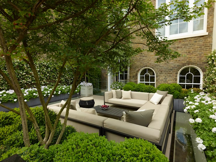 A London Roof Garden:  Terrace by Bowles & Wyer
