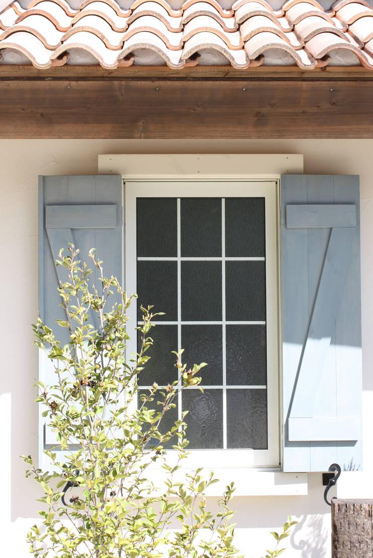 ■ French Country Style・フレンチカントリースタイル: 株式会社アートカフェが手掛けた窓&ドアです。