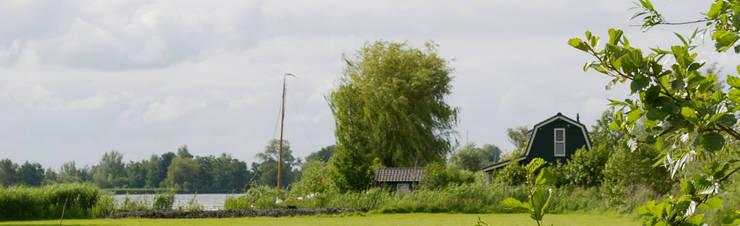Zomerhuis aan Reeuwijkse Plas.:  Huizen door Architectenbureau Rutten van der Weijden