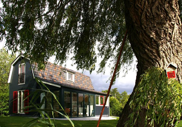 Zomerhuis Reeuwijk:  Huizen door Architectenbureau Rutten van der Weijden