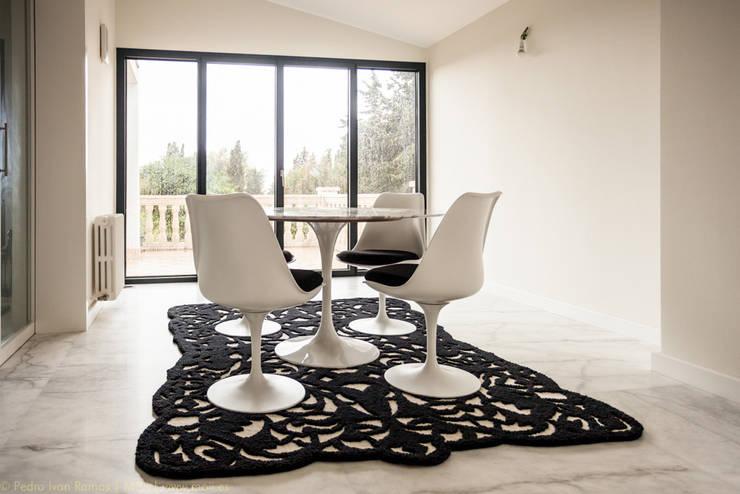 Comedor de estilo  por MOI interiorismo equipamiento fotografía