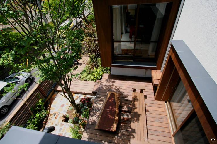 神木本町の家: 向山建築設計事務所が手掛けた庭です。,