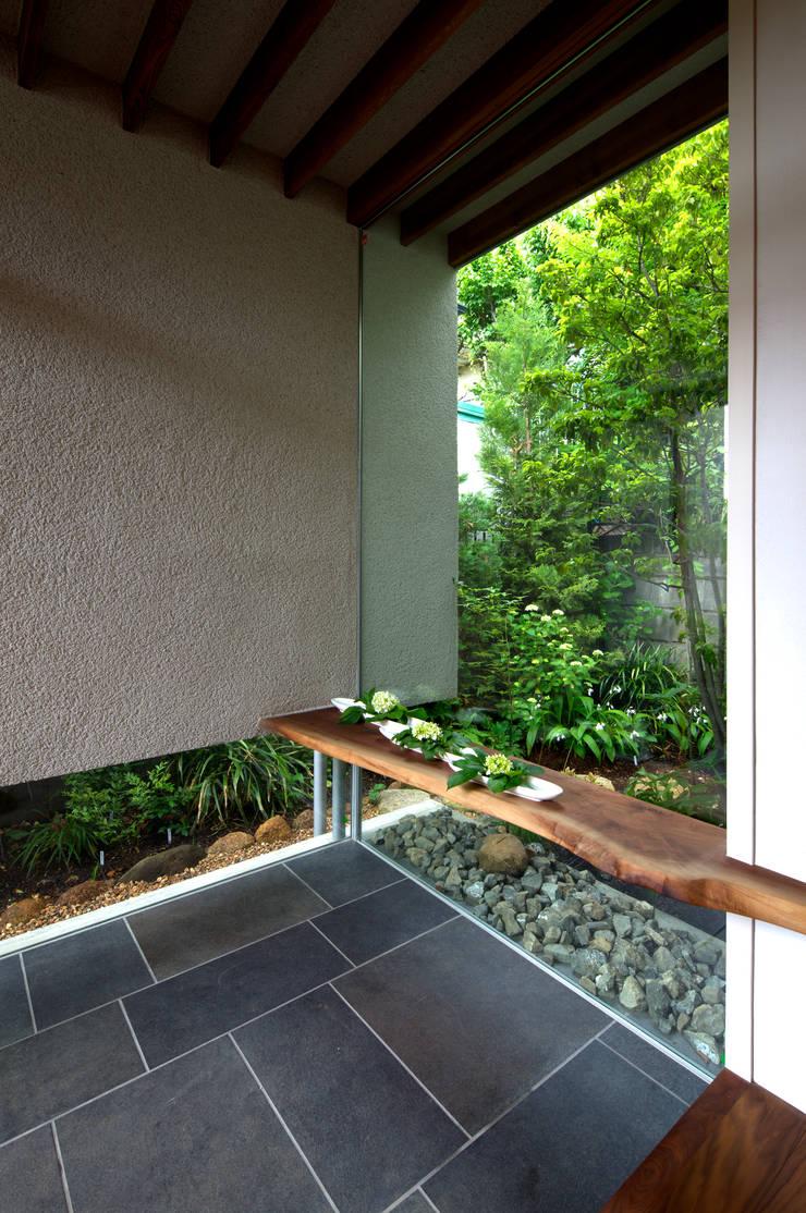 神木本町の家: 向山建築設計事務所が手掛けた壁です。,