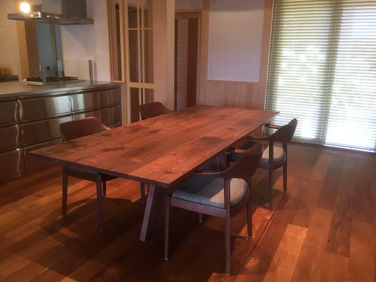 カンディハウス ハカマ HAKAMA    ウイングLUXサイドチェア: 家具の福岳が手掛けたダイニングルームです。