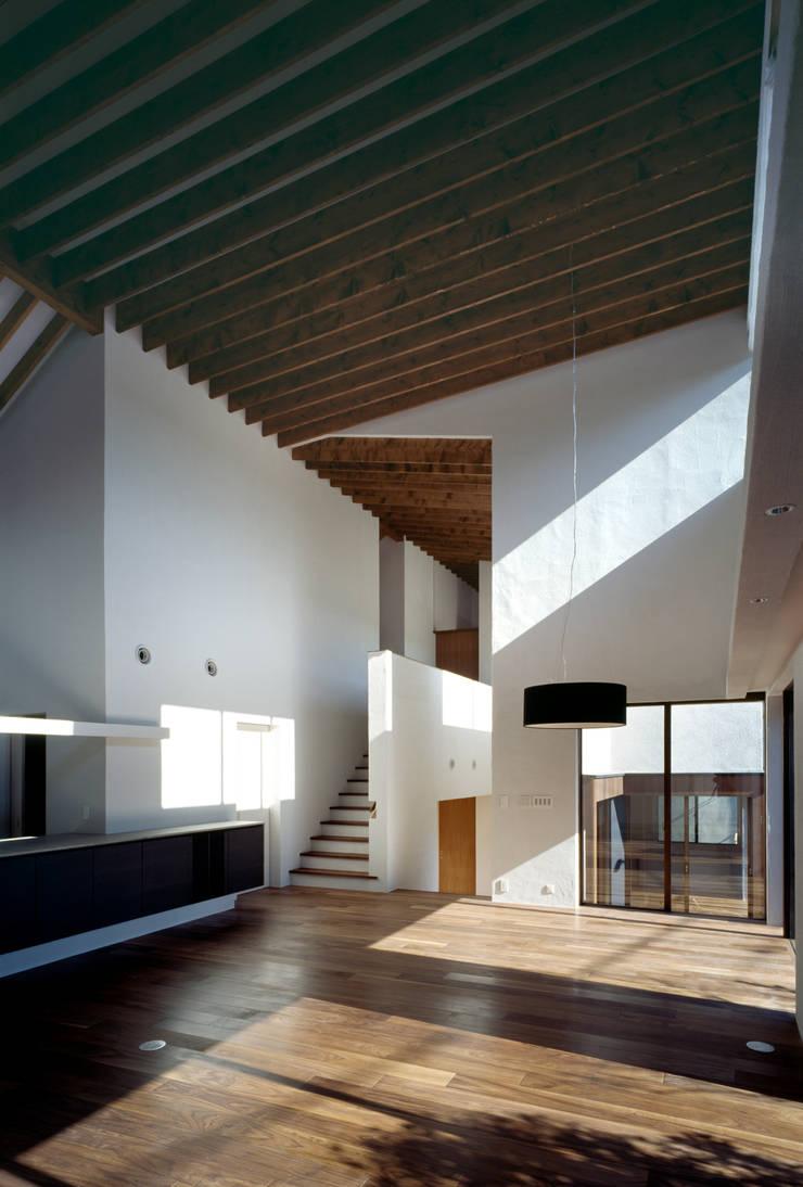 神木本町の家: 向山建築設計事務所が手掛けたダイニングです。,