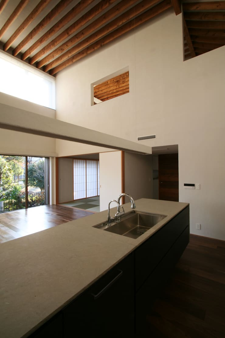 神木本町の家: 向山建築設計事務所が手掛けたキッチンです。,
