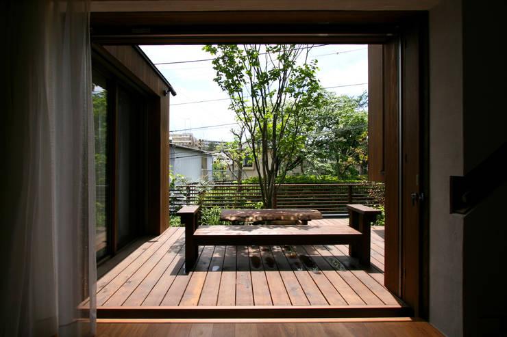 神木本町の家: 向山建築設計事務所が手掛けた庭です。