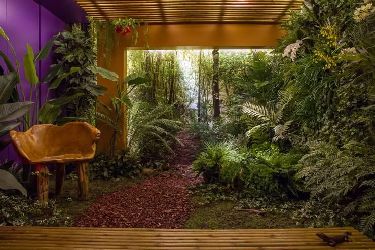 Jardin d'hiver de style  par Junia Lobo Paisagismo