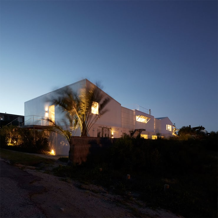 CASA UY : Casas de estilo  por PLANTA / Ana Rascovsky Arqs.,