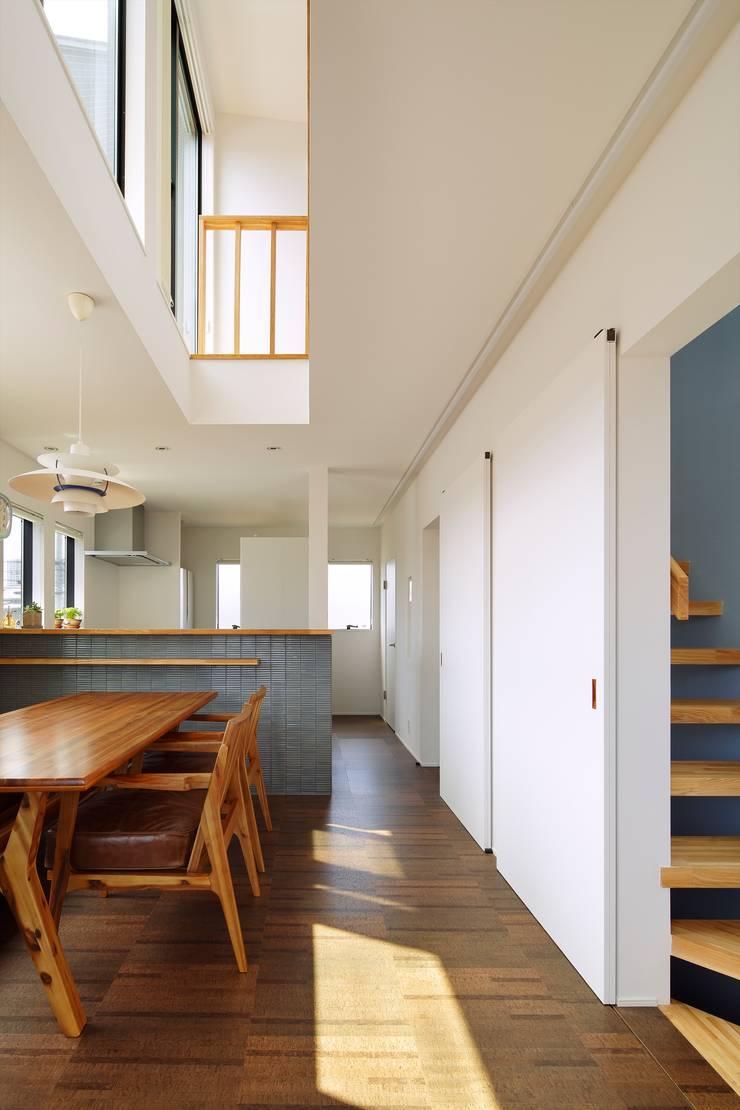 高津の家: 向山建築設計事務所が手掛けたダイニングです。