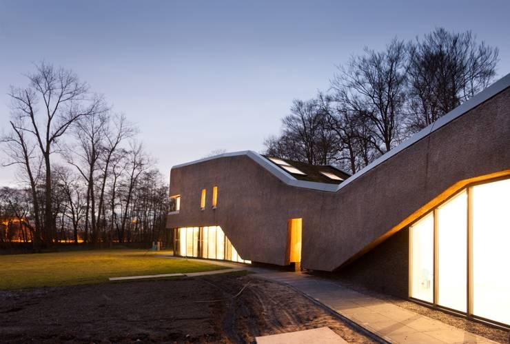 Landhuis in de natuur:  Huizen door Jevanhet Architectuur