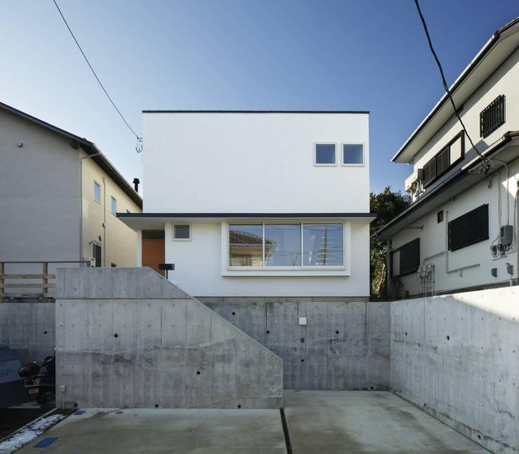 寺尾台の家: 向山建築設計事務所が手掛けた家です。,