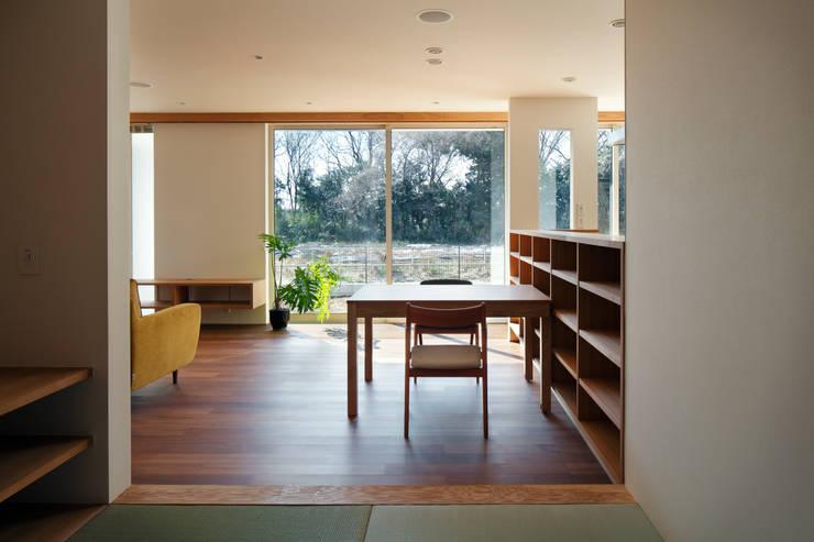 寺尾台の家: 向山建築設計事務所が手掛けたダイニングです。,