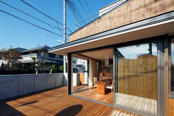 東金町の家: 向山建築設計事務所が手掛けた庭です。,