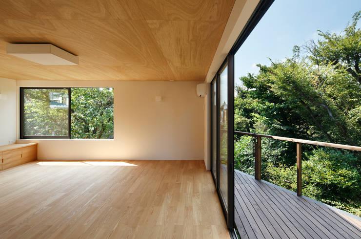玉縄台の家: 向山建築設計事務所が手掛けたテラス・ベランダです。