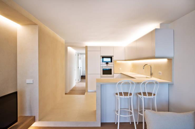 CASA HORIZON: Comedores de estilo moderno de Barea + Partners