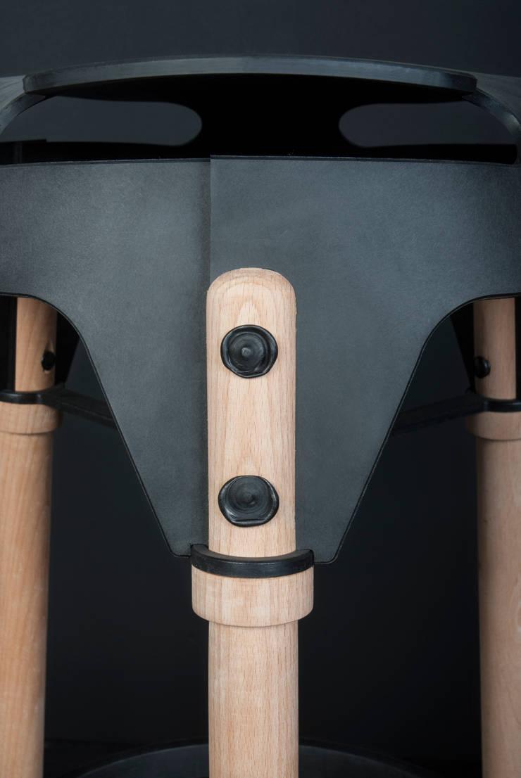Weld Stool Wood Detail: modern  door Studio Joris de Groot, Modern