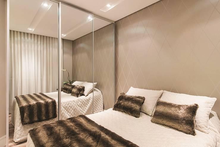 Apartamento Curitiba: Quartos  por Rolim de Moura Arquitetura e Interiores