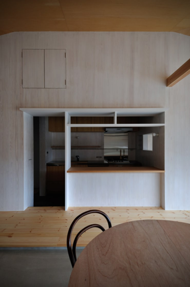 池田町の平屋: スペースワイドスタジオが手掛けたキッチンです。