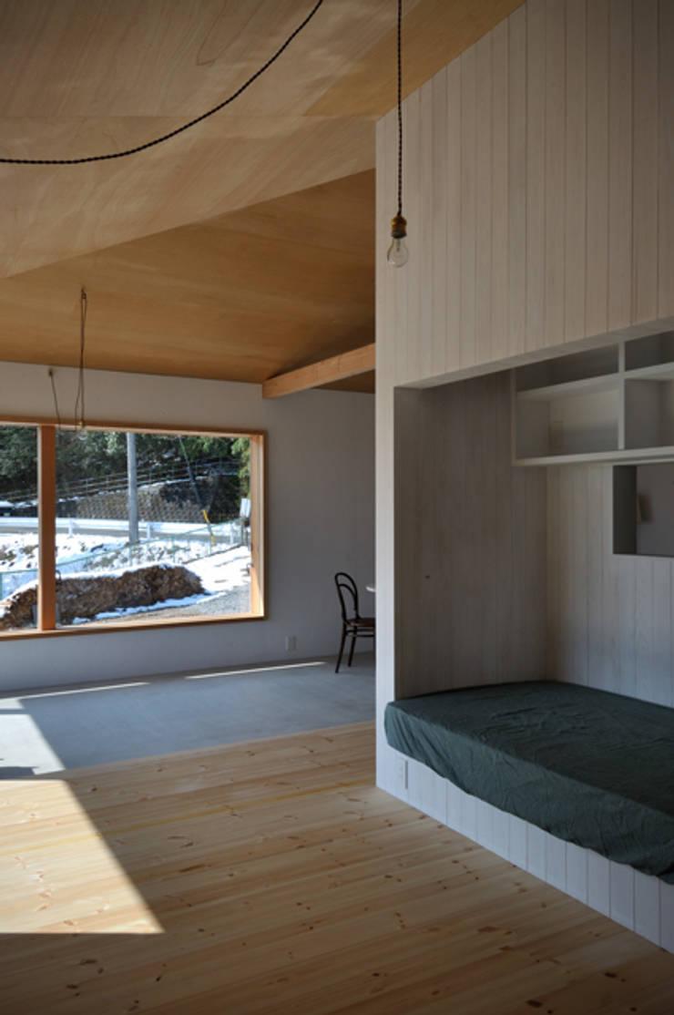 池田町の平屋 モダンデザインの リビング の スペースワイドスタジオ モダン
