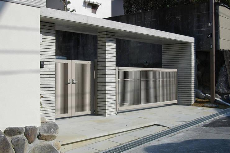門塀: 一級建築士事務所エイチ・アーキテクツが手掛けた家です。
