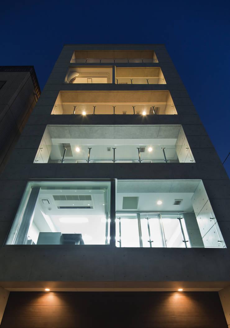 Casas de estilo  por K2・PLAN 株式会社本多建築設計事務所, Moderno Piedra