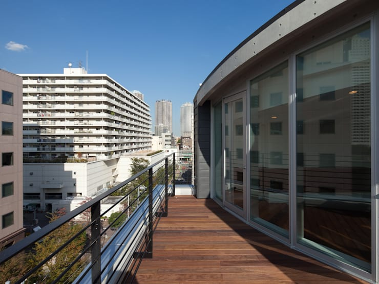 ルーフバルコニー: K2・PLAN 株式会社本多建築設計事務所が手掛けたテラス・ベランダです。