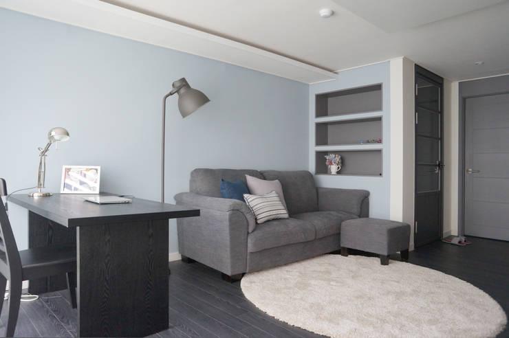 Salas de estar modernas por 마르멜로디자인컴퍼니