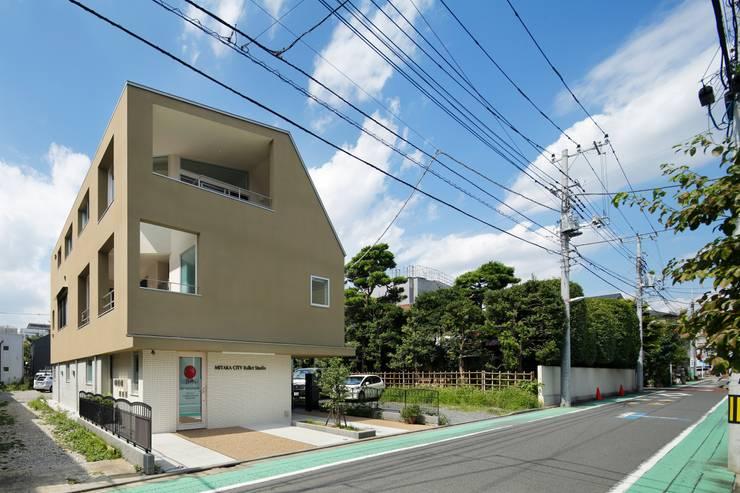 二世帯住宅 - 三鷹の家: 向山建築設計事務所が手掛けた家です。