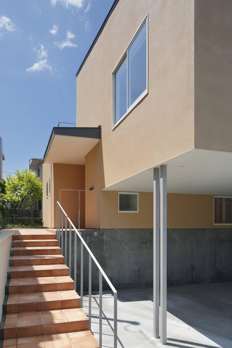Casas modernas de 向山建築設計事務所 Moderno