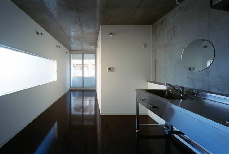 Salon de style  par 向山建築設計事務所, Moderne