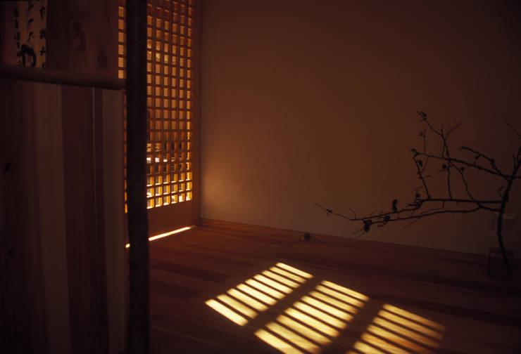 玄関: 計画工房 辿が手掛けた窓です。,
