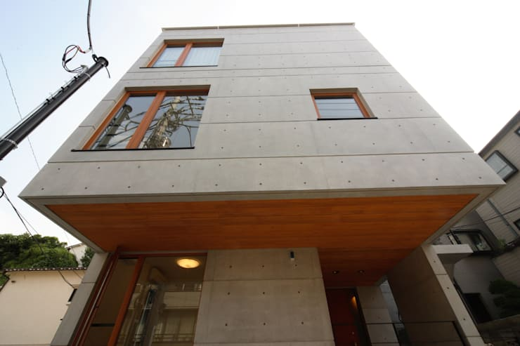 外観: K2・PLAN 株式会社本多建築設計事務所が手掛けた家です。,モダン 木 木目調