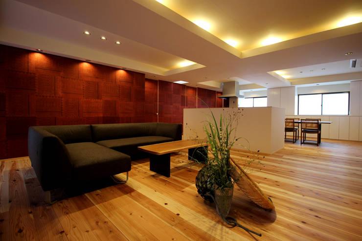 三重県・伊賀 「和紙に包まれる家」 Living: CN-JAPAN/藤村正継が手掛けたリビングです。