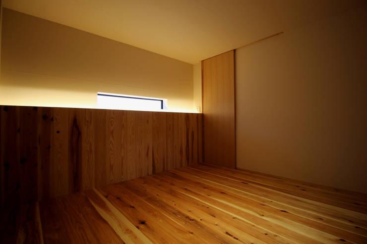 三重県・伊賀 「和紙に包まれる家」 Bedroom: CN-JAPAN/藤村正継が手掛けた寝室です。