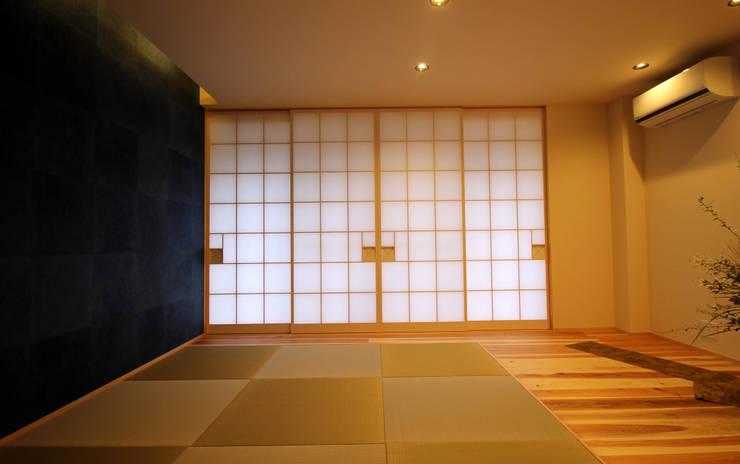 Salas multimedia de estilo  por CN-JAPAN/藤村正継