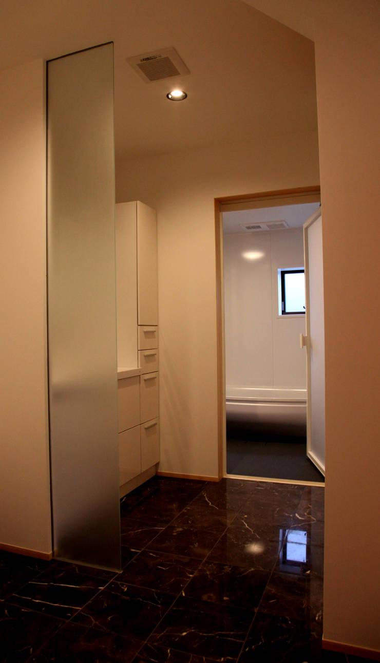三重県・伊賀 「和紙に包まれる家」 Rest room: CN-JAPAN/藤村正継が手掛けたスパ・サウナです。