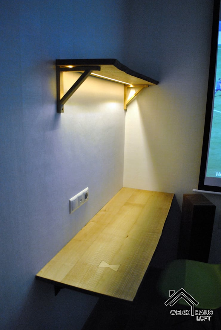 Стол и полка с LED подсветкой: Рабочий кабинет  в . Автор – Werk Haus SPB
