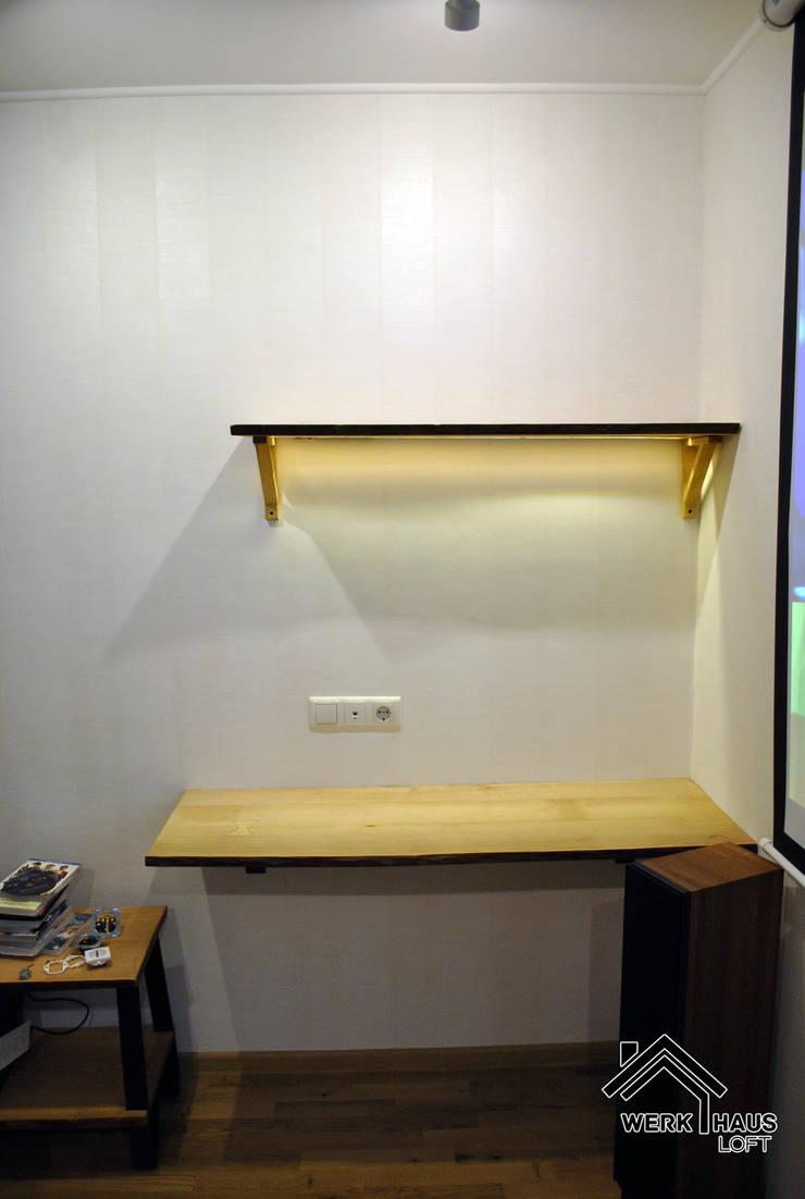Стол и полка с LED подсветкой:  в . Автор – Werk Haus SPB, Лофт Дерево Эффект древесины