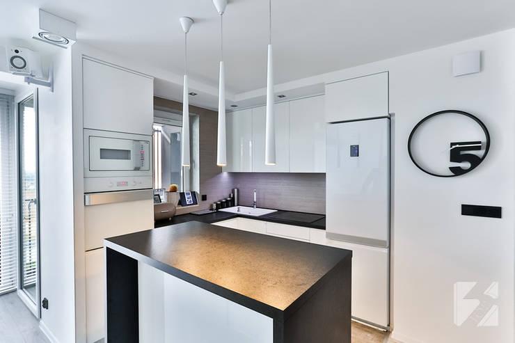 Nowoczesne meble kuchenne do apartamentu: styl , w kategorii  zaprojektowany przez 3TOP,Nowoczesny Płyta MDF