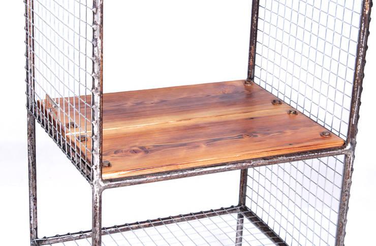 Wieszak Industrialny Siatka: styl , w kategorii Domowe biuro i gabinet zaprojektowany przez Rekoforma,Industrialny Drewno O efekcie drewna