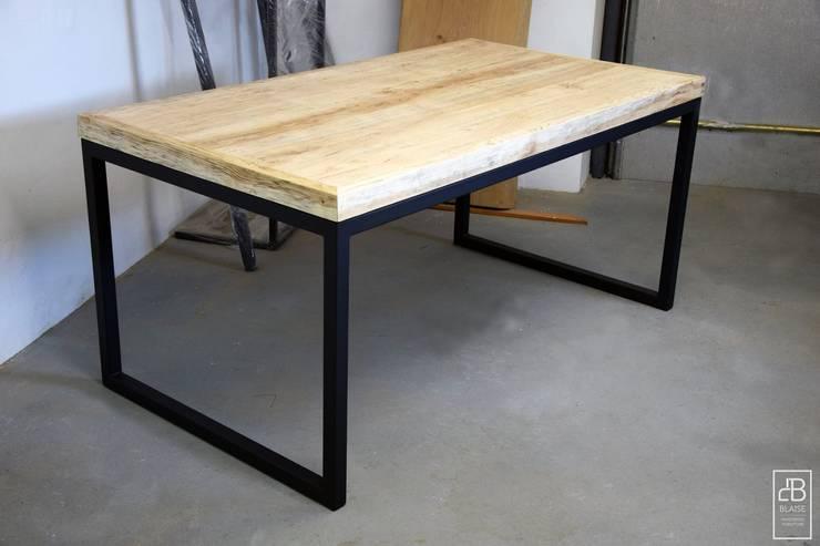 Stół Stary Jesion od Blaise: styl , w kategorii Jadalnia zaprojektowany przez Blaise Handmade Furniture,