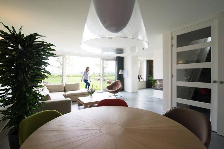 woonkamer:  Woonkamer door Egbert Duijn architect+