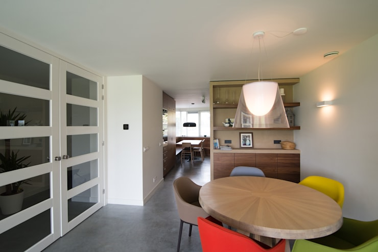 Salon moderne par Egbert Duijn architect+ Moderne