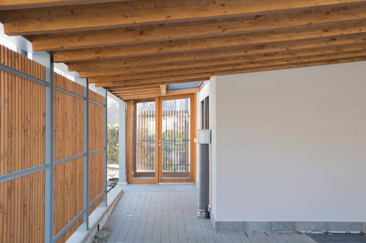 Ventanas de estilo  por Novello Case in Legno